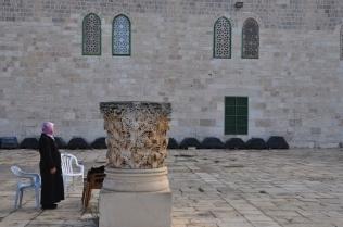 Muslim woman praying by Roman capital_042
