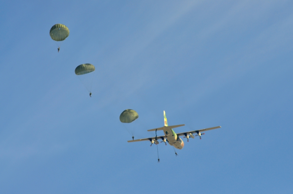 Parachutes from Hercules