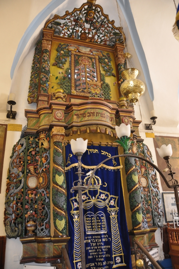 Ark in Ari synagogue