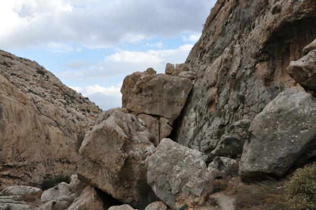 Fallen Rocks Ein Prat